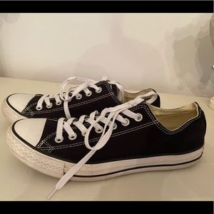 Black and white Converse low top size 9/11